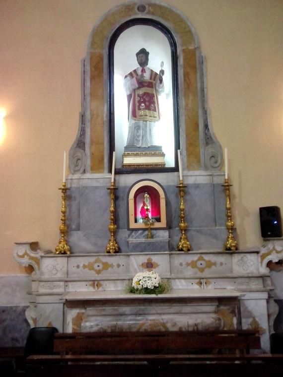 Altare lato sinistro dedito al culto di San Felice Martire